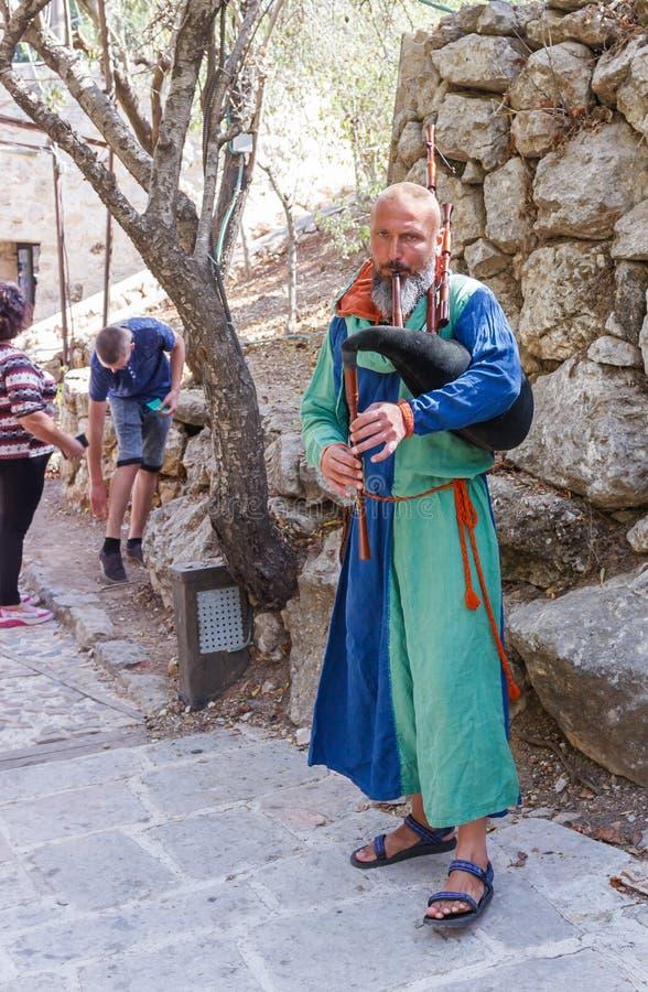 Membro del festival annuale dei cavalieri di Gerusalemme che giocano le cornamuse immagini stock