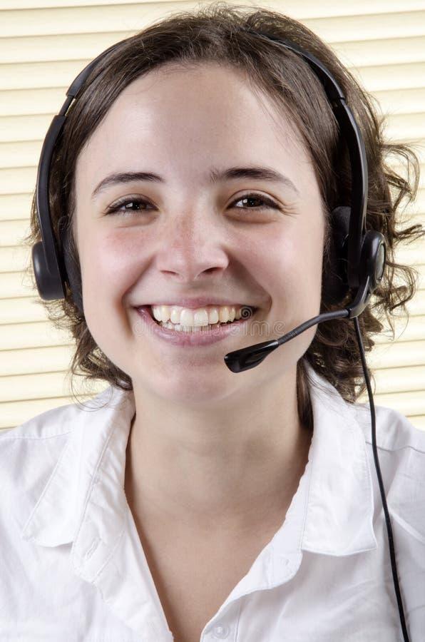 membro do pessoal durante uma chamada telefónica imagem de stock royalty free