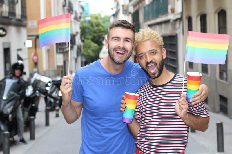 Membros do comunidade gay que comemoram a diversidade fotos de stock