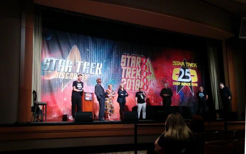 Membros do elenco de Star Trek em palco na convenção de Las Vegas fotos de stock