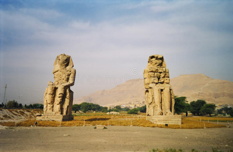 memnone luxor της Αιγύπτου κολοσσώ στοκ εικόνα με δικαίωμα ελεύθερης χρήσης