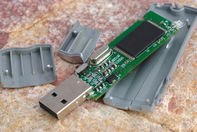 Memoria USB quebrada fotos de archivo libres de regalías