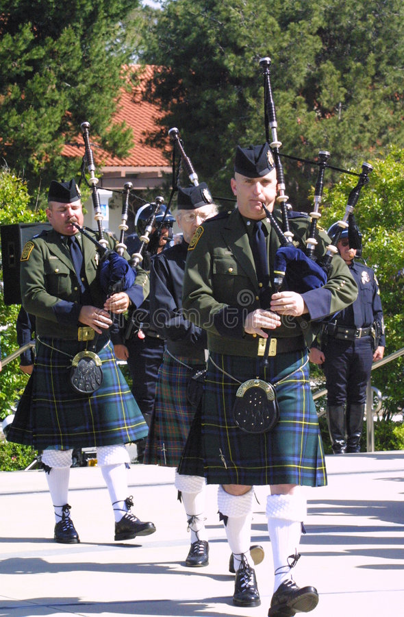 Download Memorial Bagpiper editorial photography. Image of chula - 4225242