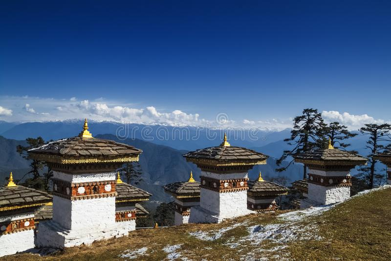 108 memorial Chortens da passagem de Dochula em Thimphu, Butão imagem de stock royalty free