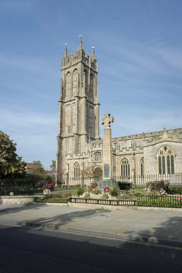 Memorial da cruz celta e igreja, Glastonbury foto de stock royalty free