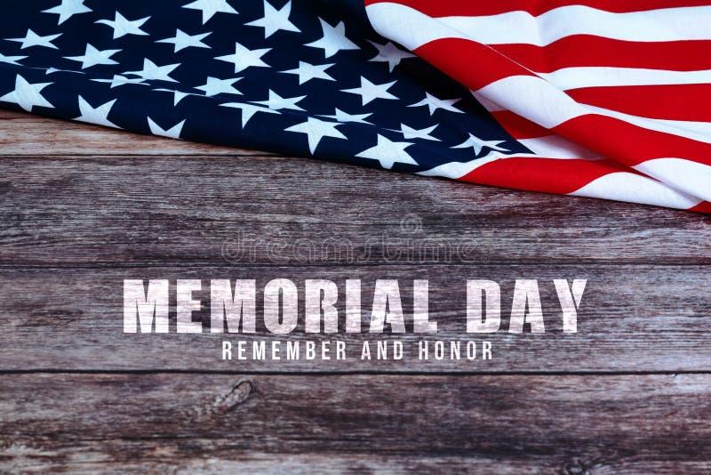 Memorial Day met Amerikaanse vlag op houten achtergrond royalty-vrije stock afbeeldingen