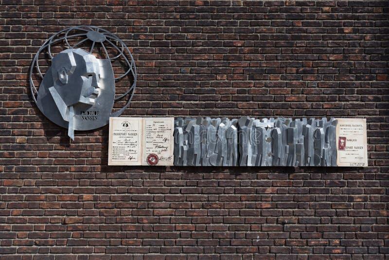 Memorial de Fridtjof Nansen e o passaporte de Nansen fotos de stock