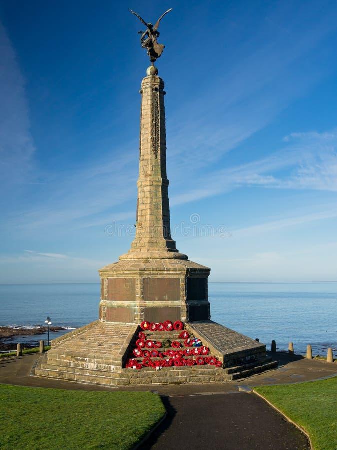 Memorial de guerra com opinião do mar, Wales fotografia de stock royalty free