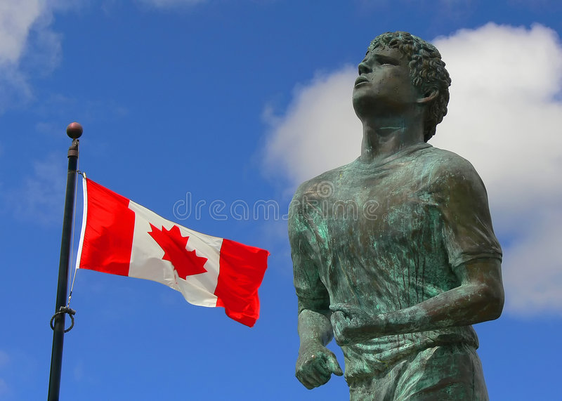 Memorial do Fox de Terry e bandeira canadense | Thunder Bay fotos de stock