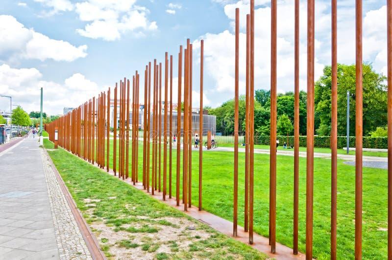 Memoriale a Berlin Wall in Bernauer Strasse, Berlino - Germania immagini stock libere da diritti