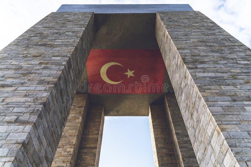 Memoriale dei martiri di Canakkale contro lo stretto di Dardanelles fotografia stock libera da diritti