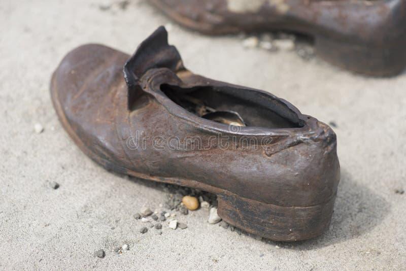 Memoriale delle scarpe - passeggiata di Danubio, Budapest fotografia stock libera da diritti
