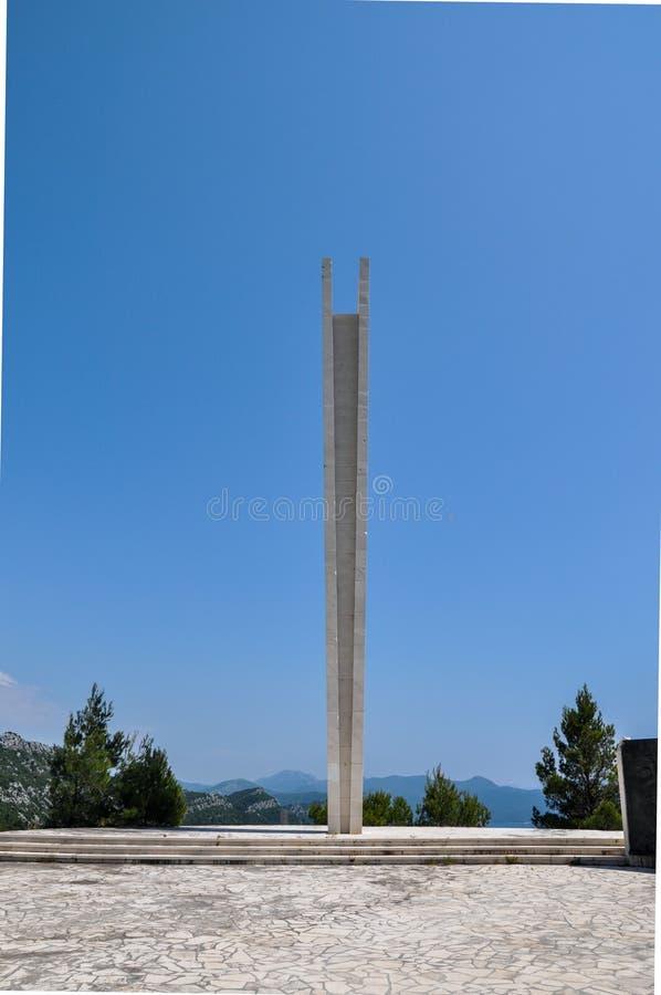 Memoriale di guerra dedicato a 395 partigiani e civili iugoslavi caduti uccisi in italiano i campi di concentramento di ustasha e fotografia stock