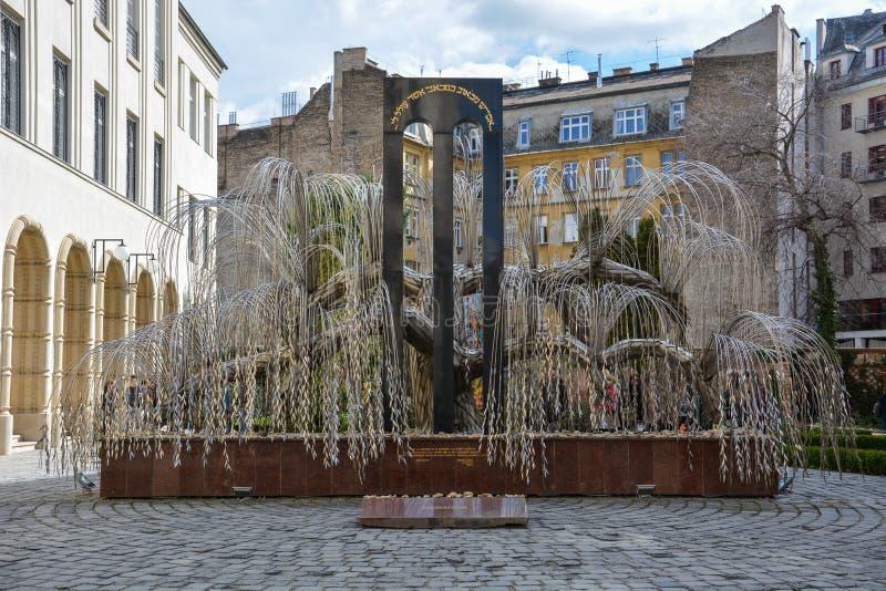 Memoriale per le vittime di olocausto alla sinagoga di Dohany in Bu fotografia stock