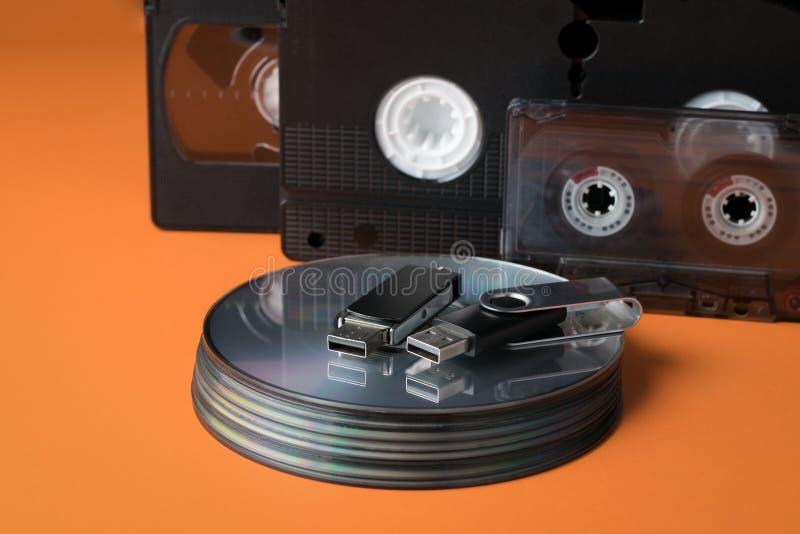 Memorias USB y medios de almacenamiento modernos de la herencia fotografía de archivo libre de regalías