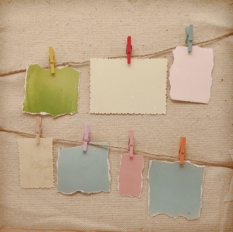 Memory Stick colorido atado a una línea de la cuerda foto de archivo
