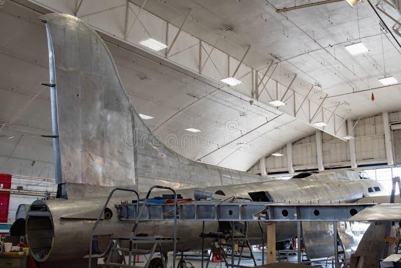 Memphis Belle Restoration, Staartstabilisator & Vleugel stock fotografie
