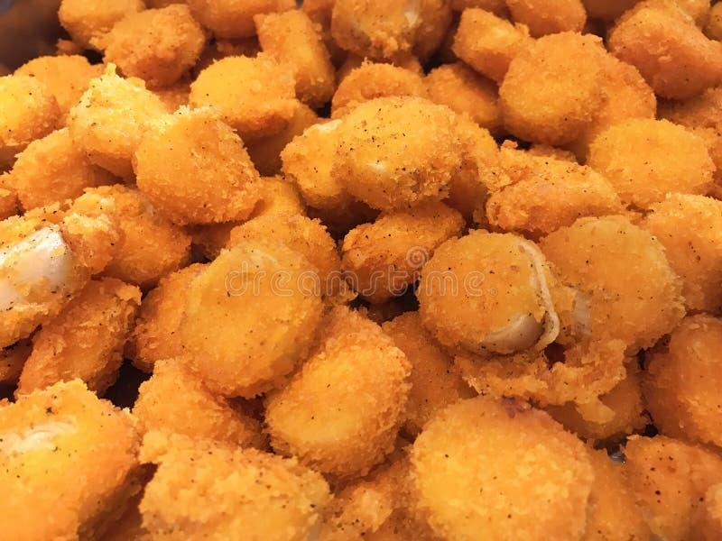 Menú asiático de la comida de la comida fría: Fried Scallop profundo delicioso con la salsa de tártaro Concepto tailandés del pla imágenes de archivo libres de regalías