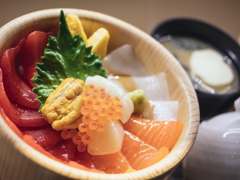 Menú del restaurante del cuenco de arroz del Sashimi de la exhibición de la comida de Japón imagen de archivo libre de regalías