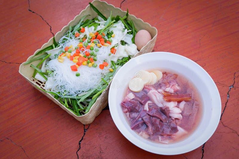 Menú determinado de la carne de vaca de Sukiyaki, pote caliente, Shabu-cerdo y hígado de cerdo fotografía de archivo libre de regalías