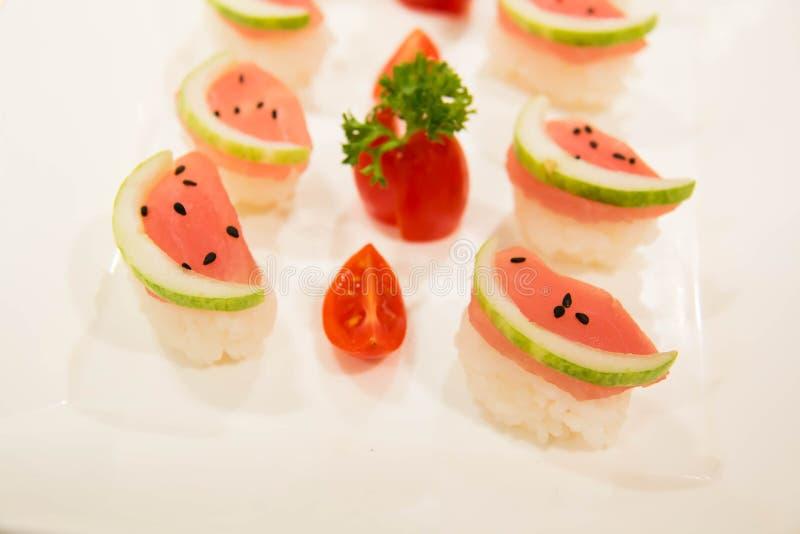 Menú determinado del sushi con la comida del japonés del atún foto de archivo libre de regalías