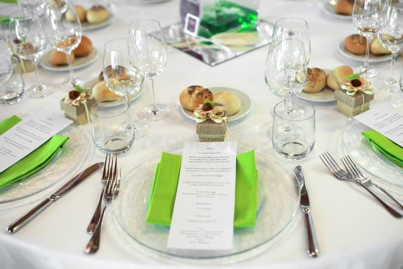 Menü auf Hochzeitstabelle lizenzfreies stockbild