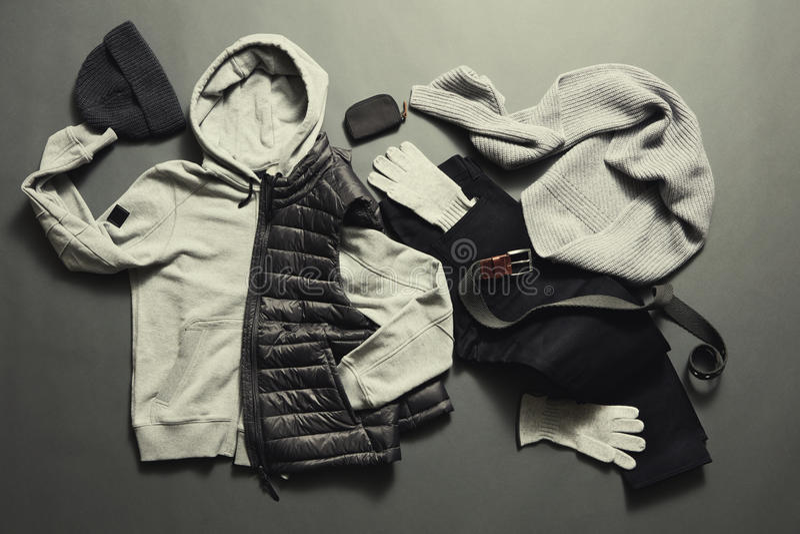 Men& elegante x27; roupa morna e acessórios de s fotos de stock
