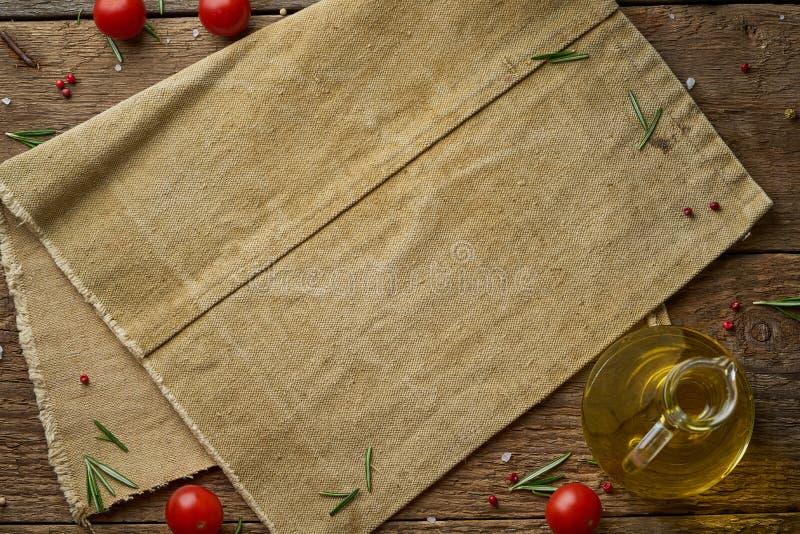 Men?, receta, falsa para arriba, bandera Fondo del condimento de la comida Servilleta de lino vieja, especias, hierbas en el viej imagen de archivo libre de regalías