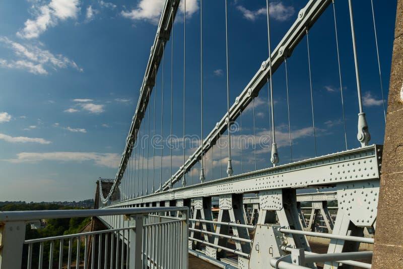 Menai吊桥的甲板在Anglesey和ma之间 库存照片