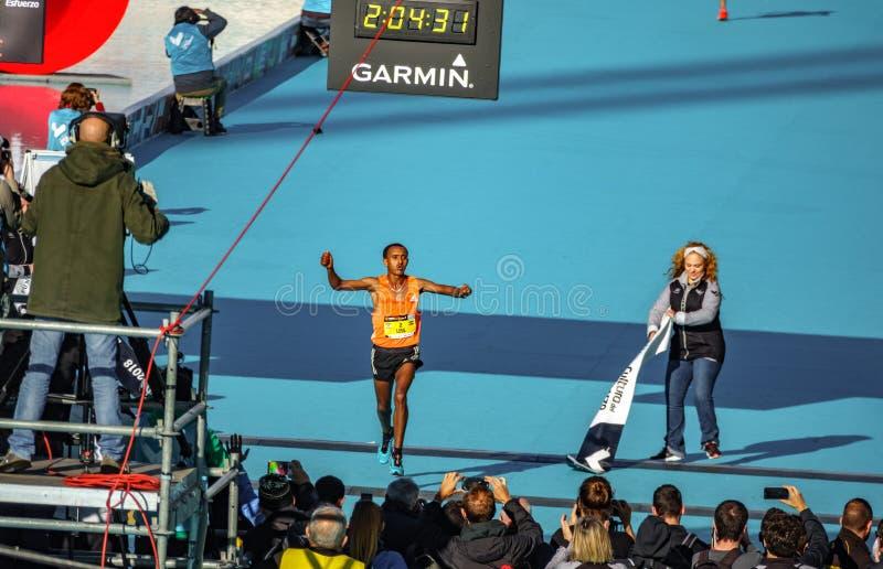 Menant la course et la rupture à bonne fin de marathon du disque d'événement photo stock