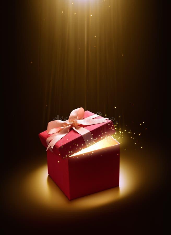 Menchie otwierają prezenta pudełko z magicznym światłem zdjęcie royalty free
