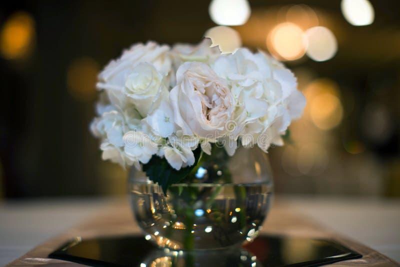 Menchii róży wesela Centerpiece fotografia royalty free