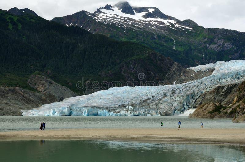 Mendenhall Gletscher und Wasserfall, Juneau, Alaska lizenzfreie stockfotografie
