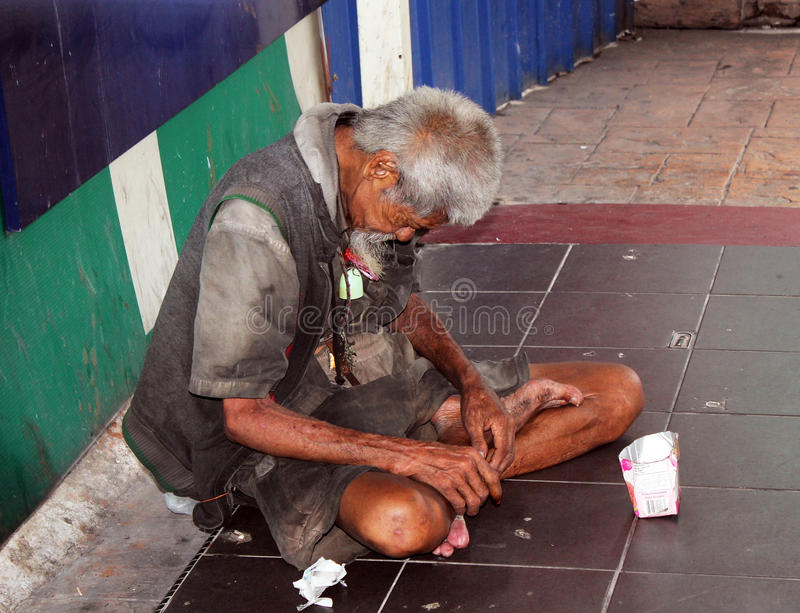 Mendigo idoso foto de stock