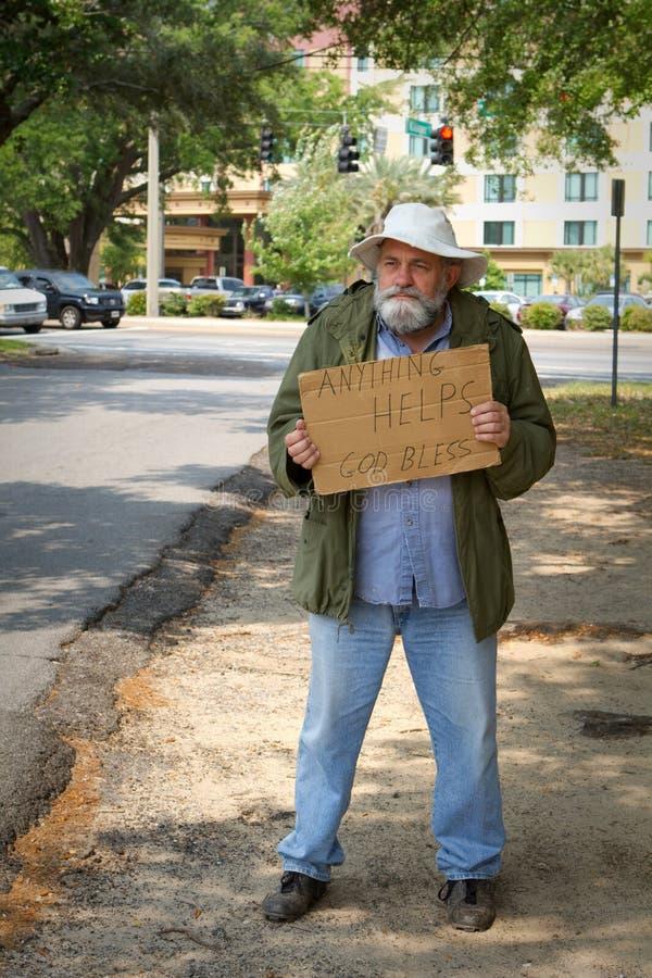 Mendigo sin hogar imágenes de archivo libres de regalías
