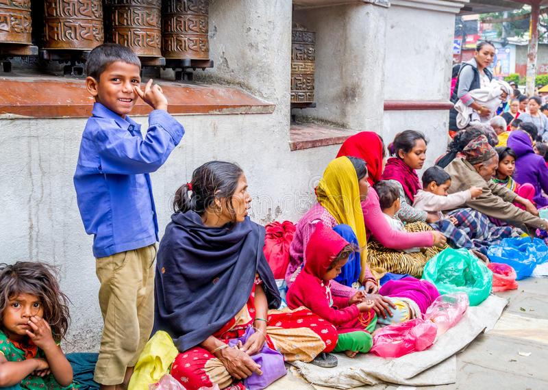 Mendigos em Swayambhunath Stupa fotos de stock