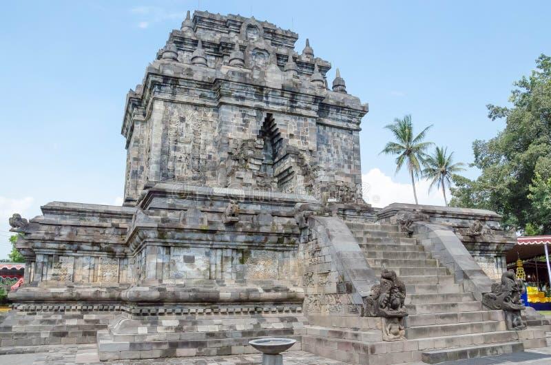Mendut è un tempio buddista situato vicino al tempio di Borobudur in Cen fotografia stock libera da diritti