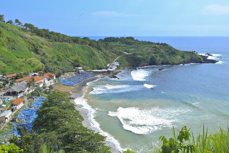 Menganti strand, kustlinjeområde Kebumen, centrala Java Indonesia ovanför sikt royaltyfri bild