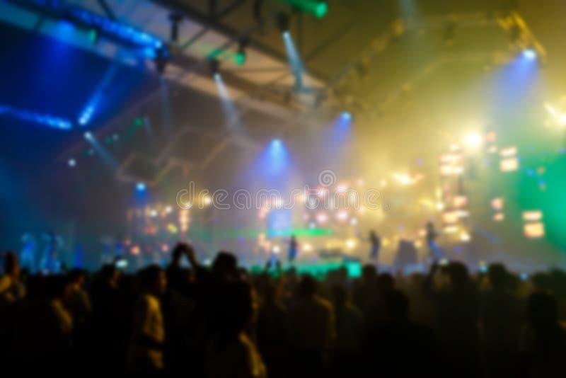Menge am Konzert vor Stadium stockbilder