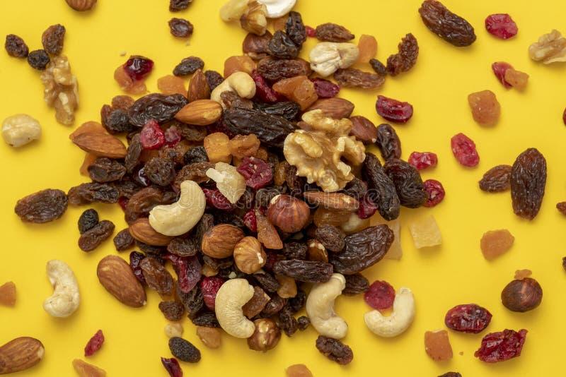 Mengeling van droge vruchten en noten royalty-vrije stock afbeeldingen