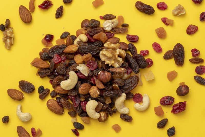 Mengeling van droge vruchten en noten royalty-vrije stock afbeelding