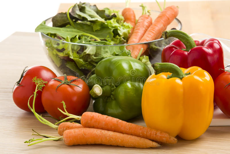 Mengeling van groenten op salade royalty-vrije stock afbeeldingen