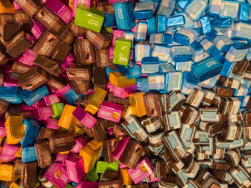Mengeling van heerlijk chocoladesuikergoed Lindt Lindor stock fotografie