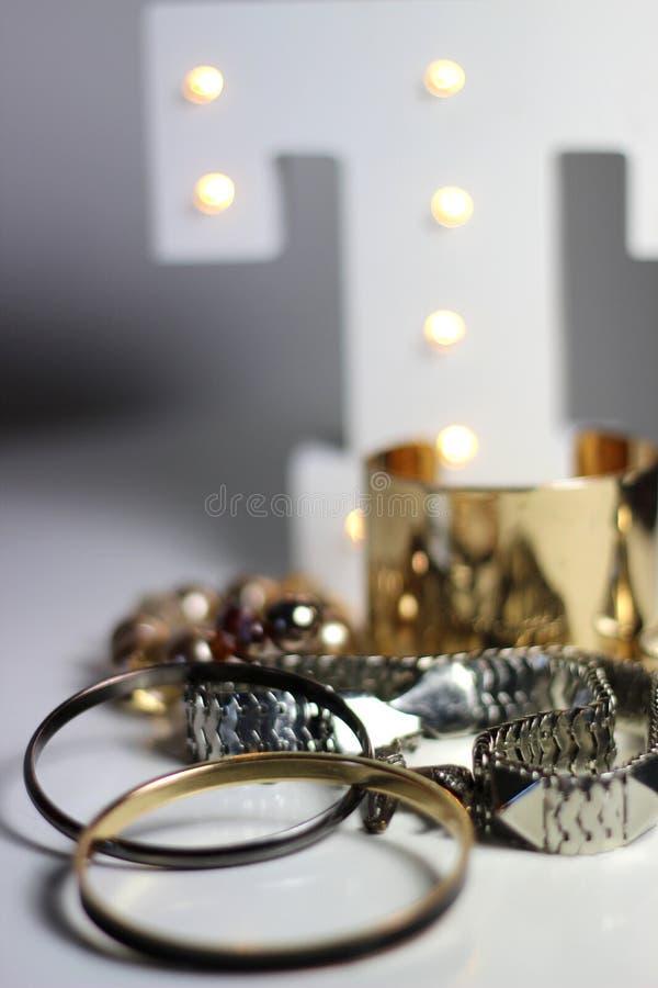 Mengeling van juwelen over witte achtergrond royalty-vrije stock afbeeldingen