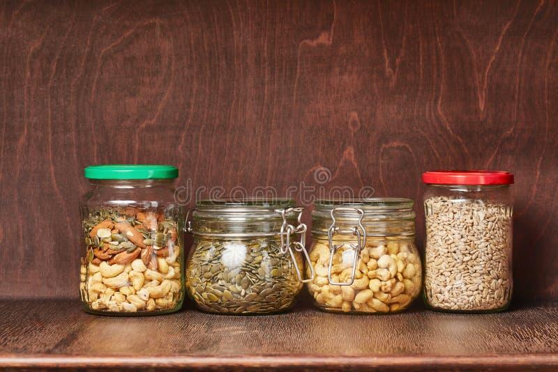 Mengeling van noten en zaden royalty-vrije stock foto's