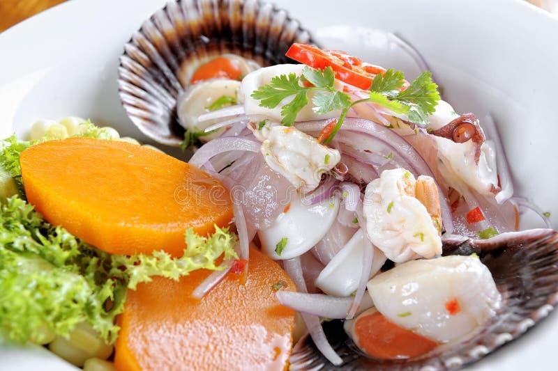 Mengeling van Overzees voedsel en vissen Peruviaanse ceviche stock fotografie