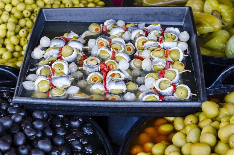 Mengelingsolijven in Provencal-variatie van Pesto-saus stock fotografie