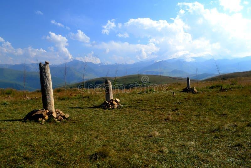 Menhirs av det norr Kaukasuset arkivfoton