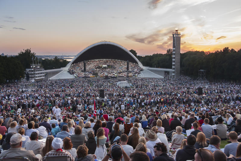 Menigte bij Estlands Nationaal Liedfestival in Tallinn royalty-vrije stock afbeelding
