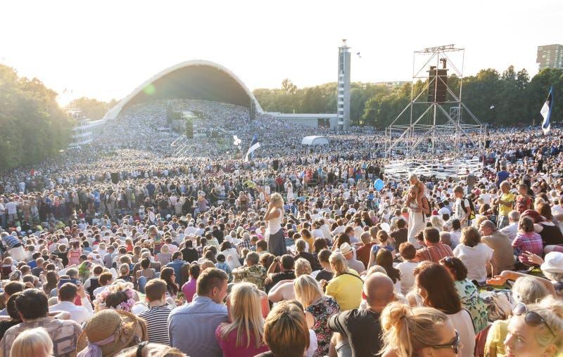 Menigte bij Estlands Nationaal Liedfestival in Tallinn royalty-vrije stock foto's